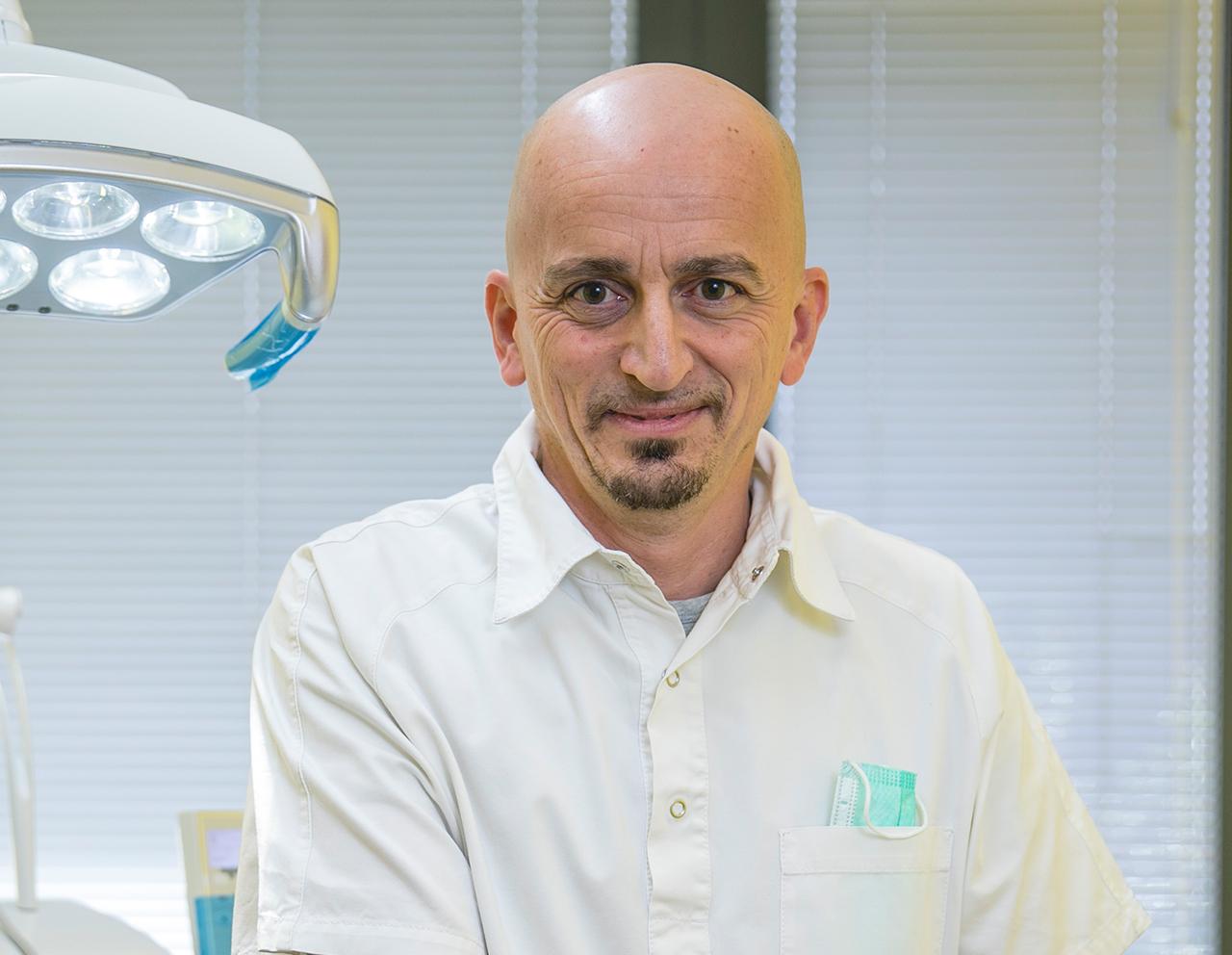 Dr. Occhialini, membro di professionisti della salute dentale di Centro OS